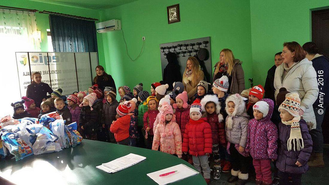 In primaria Otelu Rosu, iata vin colindatorii