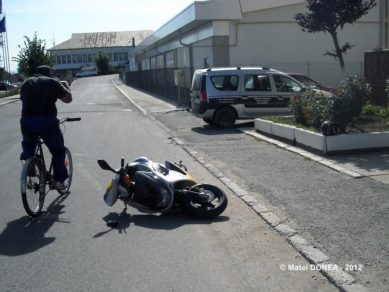 Accident de motocicleta la usa politiei