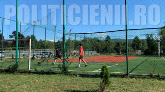Otelu Rosu terenul de fotbal cu gazon artificial